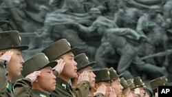 Binh sĩ trong buổi lễ đánh dấu kỷ niệm 80 năm thành lập Quân đội nhân dân Triều Tiên, ngày 25/4/2012