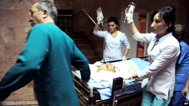 Medical staff members carry Paruir Airikian, candidate for the Armenian presidency at a hospital in Yerevan, Armenia, February 1, 2013.