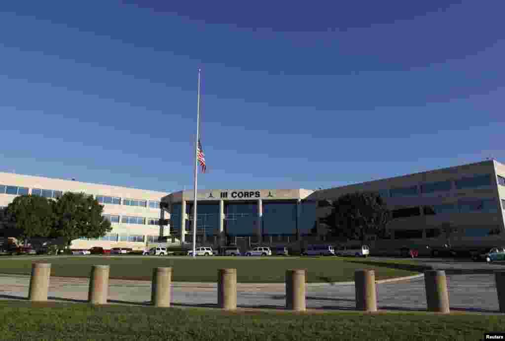اس فوجی اڈے پر فائرنگ کی خبر سب سے پہلے سماجی رابطوں کی ویب سائیٹس کے ذریعے منظر عام پر آئی۔