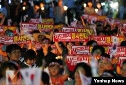 18일 오후 경북 성주 군민들이 성주군청 앞에서 사드배치 철회를 요구하는 촛불 집회를 열었다.