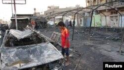 2013年9月22日: 面對巴格達薩德爾城炸彈襲擊殘骸(資料照片)