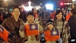 普通台灣民眾自發前來慶祝