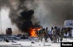 Efeitos da explosão na área de Zobe, Mogadíscio, Somália
