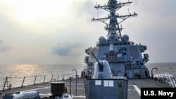 美國海軍第七艦隊伯克級導彈驅逐艦本福德(USS Benfold)號2021年7月28日穿越台灣海峽。(照片來自美國海軍推特)