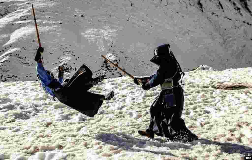 شمشیربازی سامورایی در کوه های شمال تهران