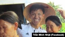 Nhà hoạt động Trần Minh Nhật (giữa).