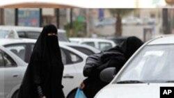 沙特婦女今年五月24日在利雅得登上的士﹐以抗議政府禁止婦女開車的禁令。