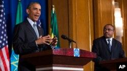 El presidente Barack Obama habla durante una entrevista conjunta con el primer ministro etíope, Hailemariam Desalegn, en Addis Abeba.