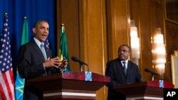 Rais Barack Obama akiwa na Waziri Mkuu wa Ethiopia, Hailemariam Desalegn, kwenye mkutano na waandishi wa habari July 27, 2015, Addis Ababa.