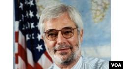 VOA Director Sanford J. Ungar (1999 - 2001)