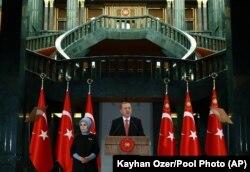 Turkish President Recep Tayyip Erdogan speaks during a meeting at the presidential palace in Ankara, Turkey, Tuesday, Nov. 24, 2015.