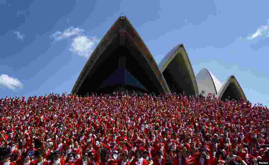 Thousands in Father Christmas suits run participate during an annual Santa fun run from Darling Harbour to the Sydney Opera House, Australia. The annual event is held each year as a fundraiser to assist disadvantaged children to help them live a fuller life.