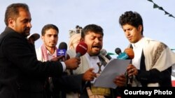 محمد علی الحوثی رئیس «کمیته عالی انقلاب حوثی» در حال خواندن یک بیانیه در حضور خبرنگاران در صنعا پایتخت یمن - ۲۳ ژانویه ۲۰۱۵