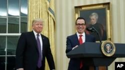 Президент Дональд Трамп і міністр фінансів Стівен Мнучин