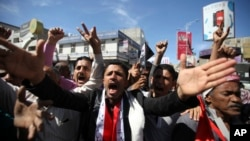 Anti-Houthi protesters shout slogans during a demonstration in the southwestern city of Taiz February 9, 2015.