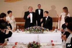 Президент США Трамп на бенкеті з імператором Японії Нарухіто