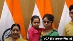 عظمی احمد نے بھارت پہنچنے پر نئی دہلی میں وزیرِ خارجہ سشما سواراج سے ملاقات کی