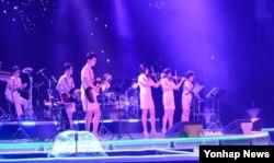 북한 모란봉악단이 진취적인 창작공연활동과 사상문화전선의 제일기수로서의 역할을 훌륭히 수행하고 있다고 9일 조선중앙통신이 보도했다.