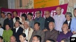 北京40多知识学人欢迎谢朝平(中排左二)蒙难归来
