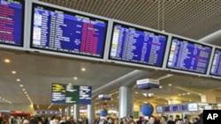 2010年4月18日多莫杰多沃国际机场的候机大厅