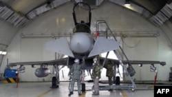 İtalyan pilotlar NATO üssünde Libya'ya operasyona hazırlanıyor