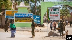 wanajeshi wa Kenya wakipiga doria katika mji wa Kismayo