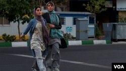 """فیلم """"وارونگی"""" به کارگردانی بهنام بهزادی یکی از چهار فیلم ایرانی است که در بخش نوعی نگاه جشنواره کن پذیرفته شد."""
