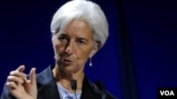 La directora gerente del FMI, Christine Largarde, aclaró que el Euro no desaparecería en 2012.