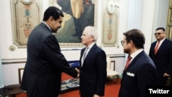 Archivo - El senador republicano Bob Corker visitó Caracas el 25 de mayo de 2018 para asegurar la liberación del ciudadano estadounidense Joshua Holt.
