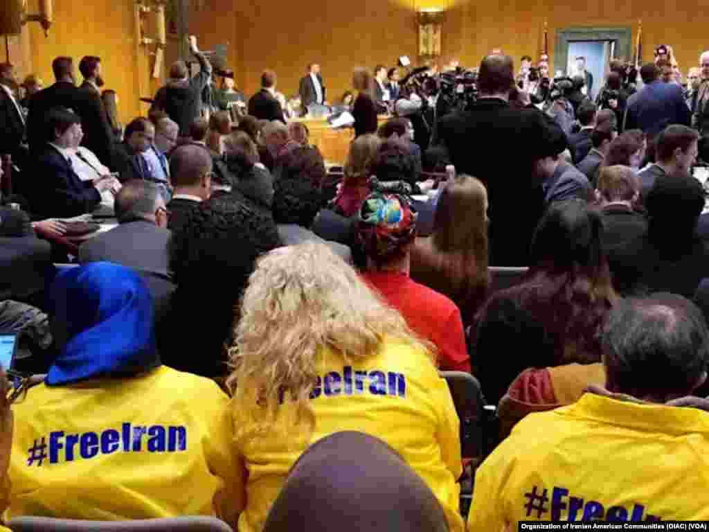 حضور گروهی از ایرانی آمریکایی ها با پیراهنهایی با هشتگ #FreeIran در مراسم بررسی اعتبار نامه گزینه پیشنهادی ترامپ برای وزارت خارجه آمریکا.
