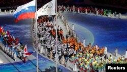 Vận động viên vào sân vận động làm lễ bế mạc Thế vận hội Mùa đông 2014, 23/2/14