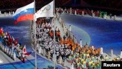 23일 러시아 소치에서 열린 동계올림픽 폐막식에서 각 국 선수들이 입장하고 있다.