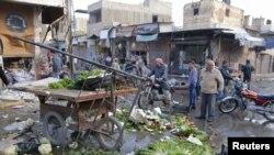 Rakka'da Suriye uçaklarının bombaladığı pazar yeri