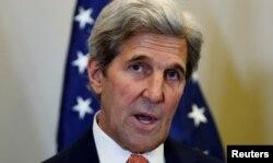 존 케리 미국 국무장관이 9일 스위스 제네바에서 세르게이 라브로프 러시아 외무장관과의 회담에 이어 가진 기자회견에서 북한이 이 날 실시한 5차 핵실험에 대한 미국 정부의 입장을 밝히고 있다.
