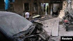 Hiện trường đổ nát bên ngoài một bệnh viện sau cuộc không kích vào khu dân cư al-Maadi do phiến quân kiểm soát ở Aleppo, Syria, ngày 28 tháng 9 năm 2016.
