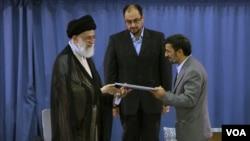 از زمان کنار رفتن احمدی نژاد از مقام خود، برخورد با همراهان او، موجب انتقادات تند او از مجموعه های زیر نظر رهبر شده است.