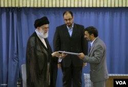 در فضای جنجالی بعد از انتخابات هشتاد و هشت، احمدی نژاد دوره دوم را آغاز کرد.