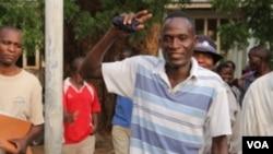 Eric Aniva quittant le tribunal de Nsanje, au Malawi, le 18 novembre 2016.