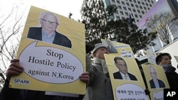 South Korean protesters with portraits of U.S. special envoy on North Korea, Stephen Bosworth shout slogans during a rally against the U.S. and South Korean policies on North Korea in Seoul, 5 Jan 2011