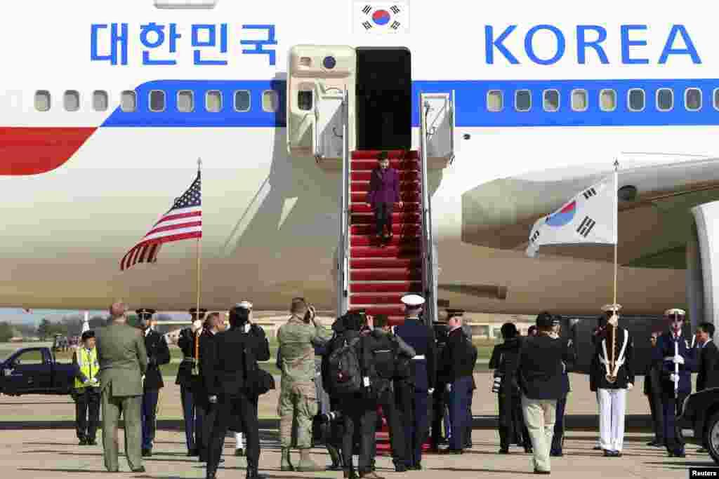 رئیس جمهوری کره جنوبی مورد استقبال قرار گرفت.