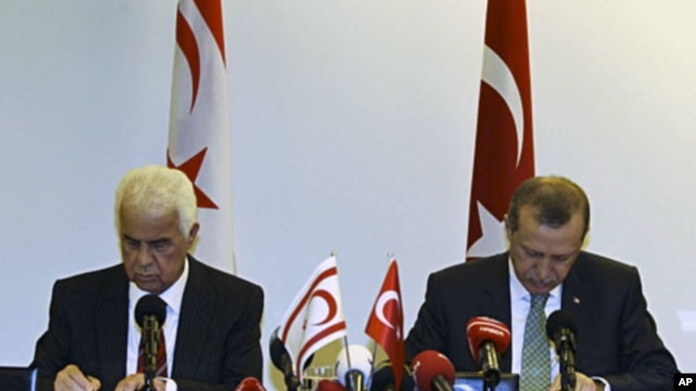 Turkish PM Recep Tayyip Erdogan and Turkish Cypriot Leader Dervish Eroglu (L) attend a signing ceremony in New York on September 21, 2011 for a deal for offshore gas exploration in the Mediterranean