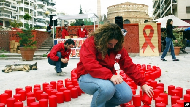 A medical student lights candles forming the shape of a big red bow, symbol of AIDS awareness, to mark World AIDS Day in the northern Greek port city of Thessaloniki. (File)