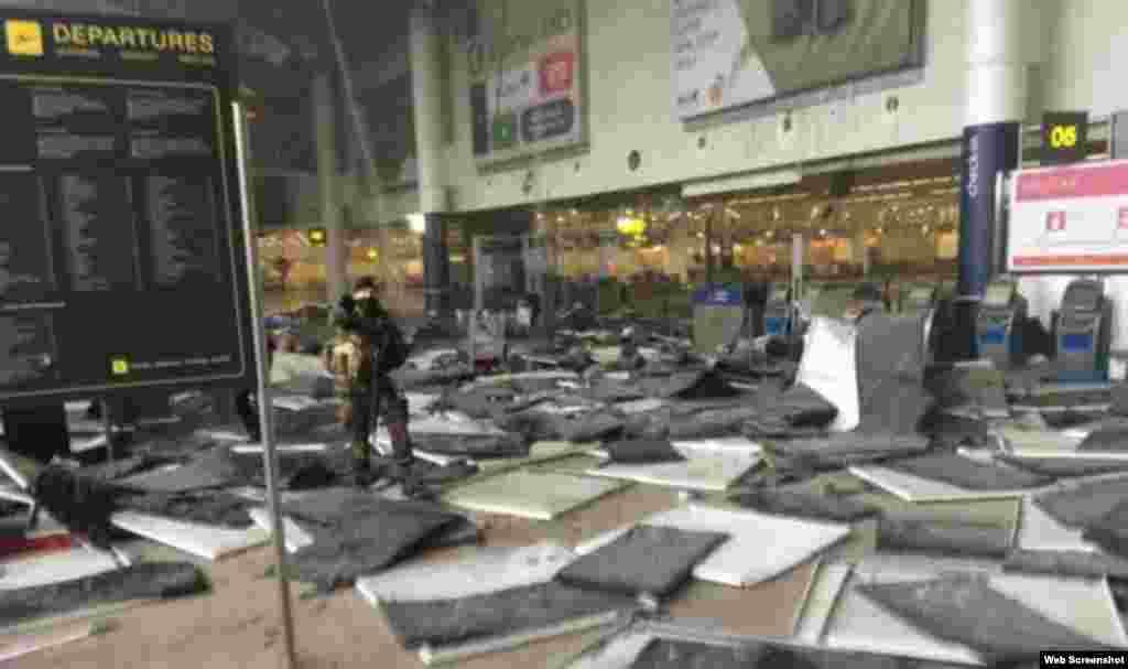 بخشی از فرودگاه بروکسل پس از دو انفجار پی در پی.