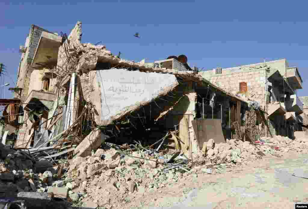 A damaged building is pictured in Masaken Hanano, Aleppo, April 2, 2014.