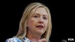 Menlu AS Hillary Clinton menyerukan sanksi-sanksi baru yang keras terhadap bidang energi Suriah