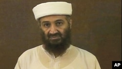 وێنهیهک له ڤیدیۆیهکی ئوسامه بن لادن که له لایهن وهزارهتی بهرگری ئهمهریکاوه بڵاوکراوهتهوه، 7 ی پـێـنجی 2011