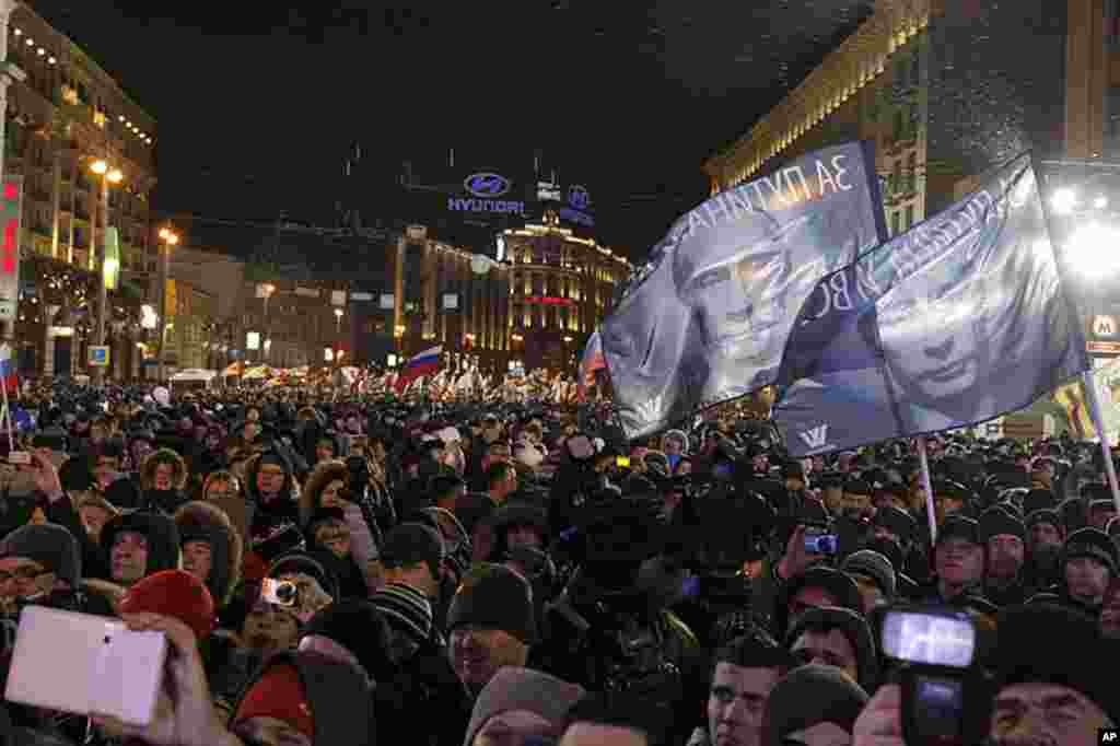 People rally in support of Russian Prime Minister and presidential candidate Vladimir Putin in Moscow, March 4, 2012. Mr. Putin has declared victory. (AP)