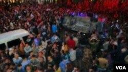 网友上传的四川泸州万人抗议的照片(参与网)