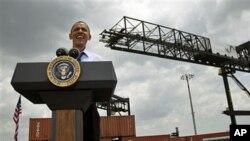 TT Barack Obama phát biểu tại Cảng Tampa về thương mại với Mỹ châu La tinh trước khi lên đường sang Colombia để dự Hội nghị Thượng đỉnh, ngày 13 tháng 4, 2012.