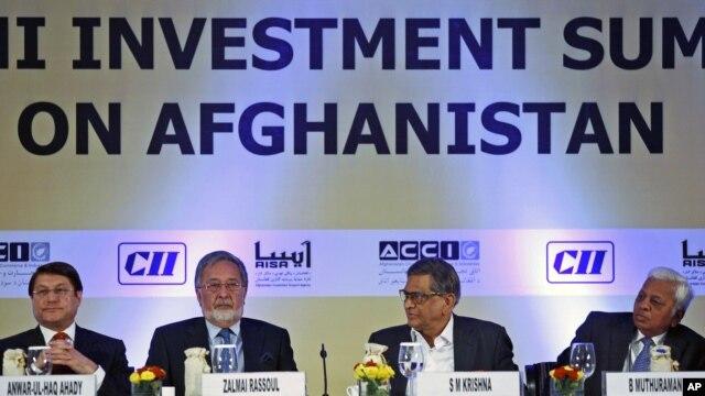 Ngoại trưởng Afghanistan Zalmai Rassoul và Ngoại trưởng Ấn Độ SM Krishna tham dự phiên khai mạc của Hội nghị Thượng đỉnh Đầu tư Delhi về Afghanistan tại New Delhi, Ấn Độ, ngày 28/6/2012